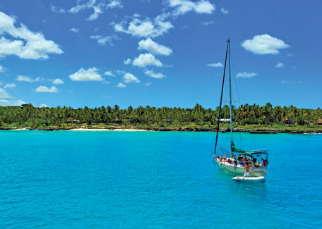 A cruise on sailing boat in Lifou, New Caledonia