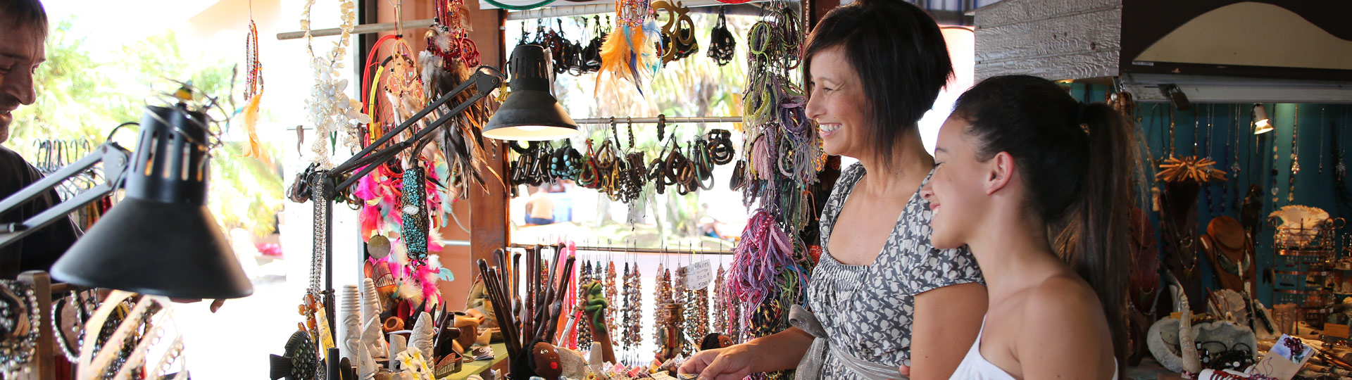 Shopping in Nouméa' market