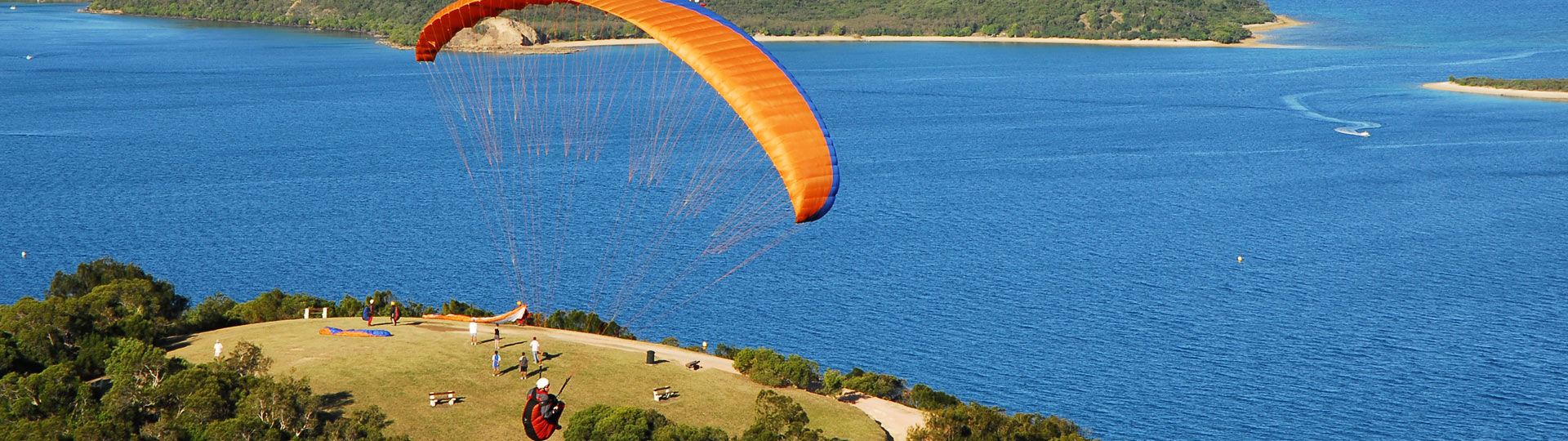 Parachuting and paragliding