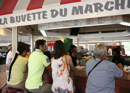 The bar of Port Moselle Market in Noumea